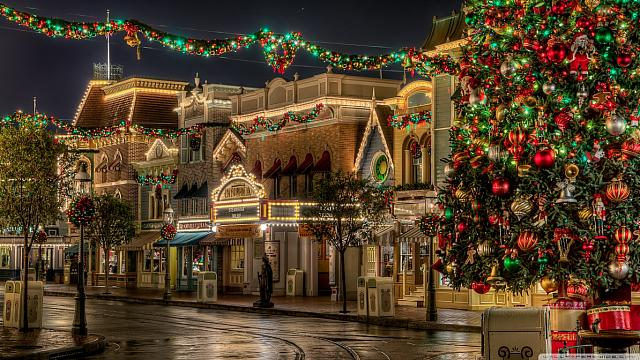 disneyland_christmas-wallpaper-1366x768