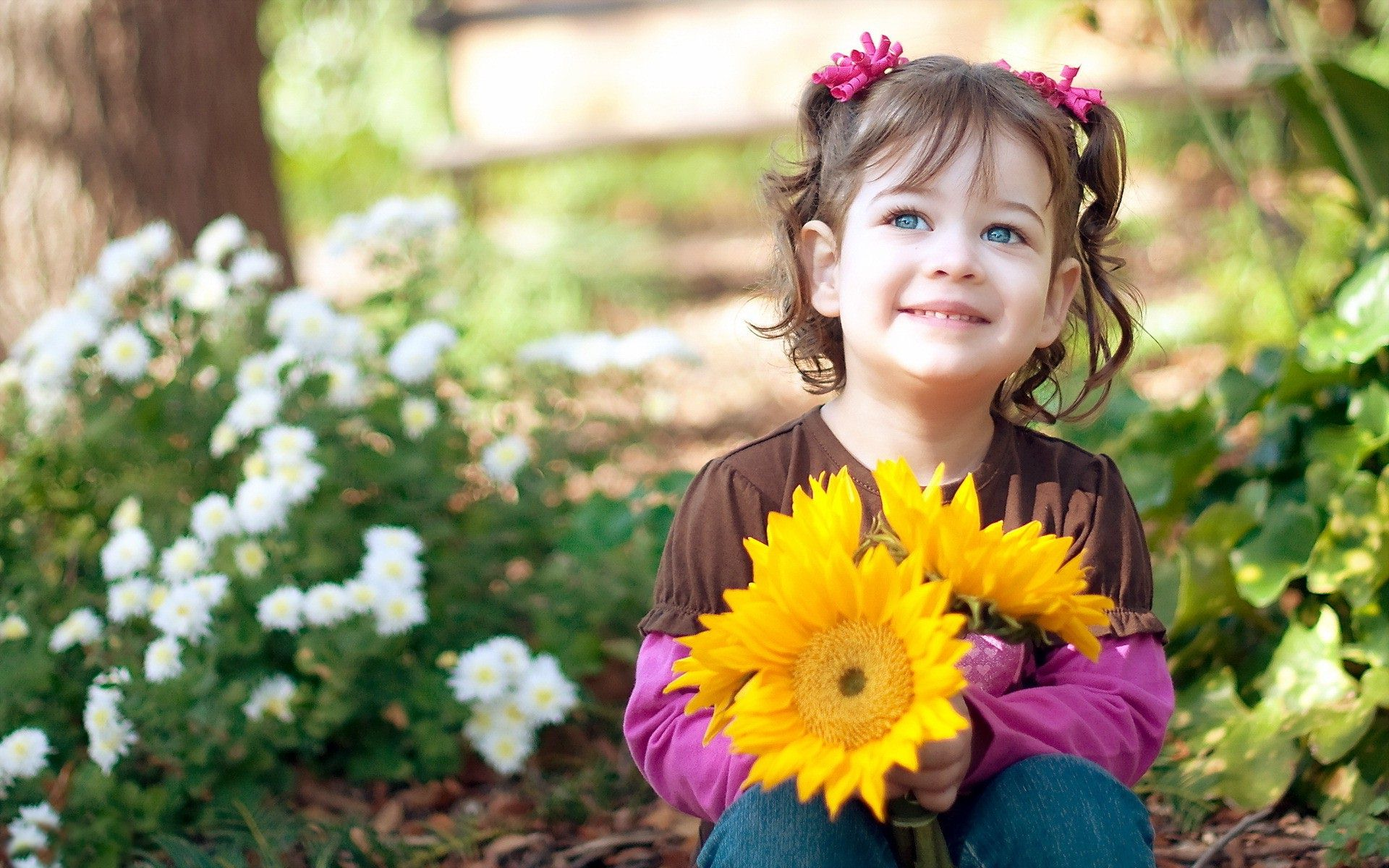 Child-Girl-with-Sunflowers-Images